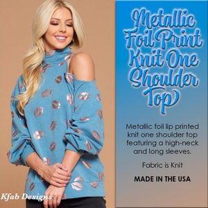 METALLIC FOIL LIP PRINT Knit One Shoulder …